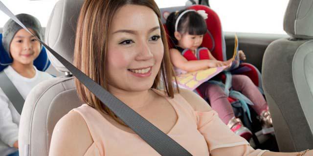 Tips-Keselamatan-Ibu-dan-Anak-Anak-di-Dalam-Mobil
